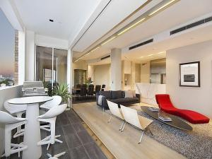 chic-well-lit-apartment